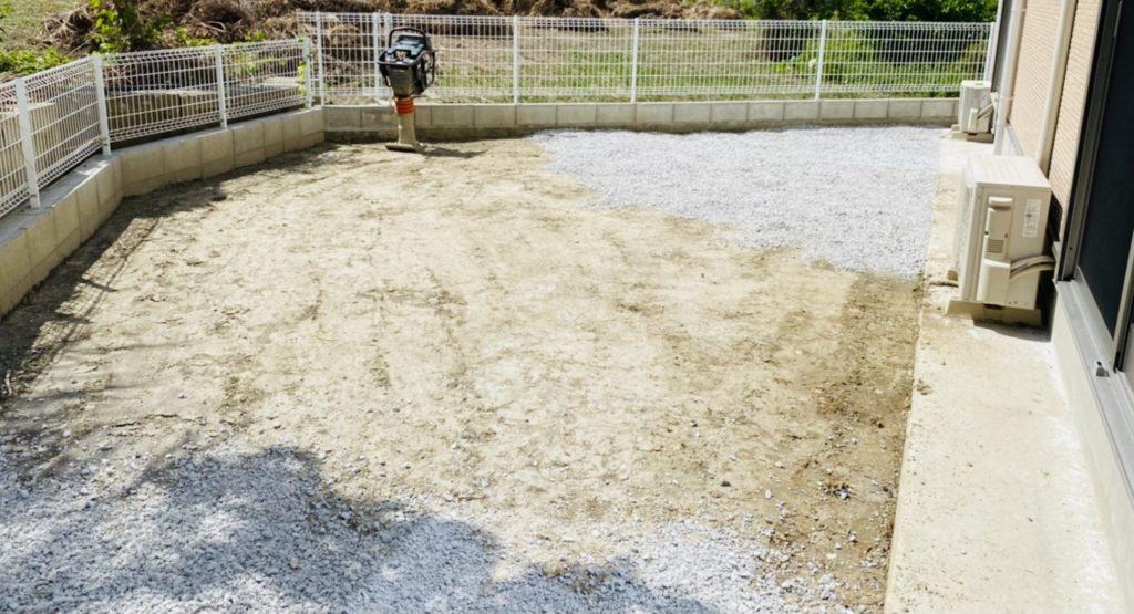 【お庭砂利のメリット】水はけも良くなり防犯対策に。素人でもできる費用を抑えたやり方!