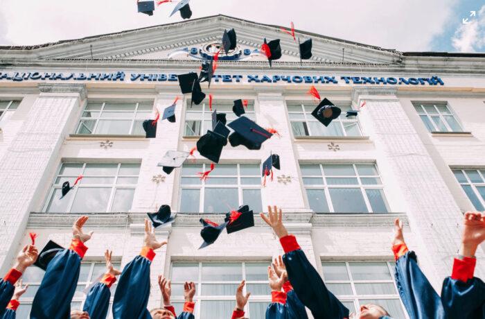 【驚異】サボり魔だった私が大学4年の1年間で64単位取って卒業した話。この時必死に行動した経験は今も活きてます。