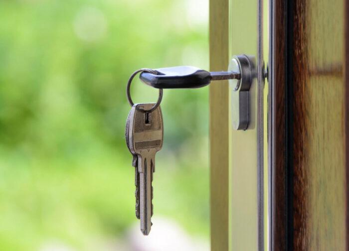 玄関をキーレスにするメリット・デメリット。便利だけれどもリスクあり?それでも日々の小さなストレスは解消できる!
