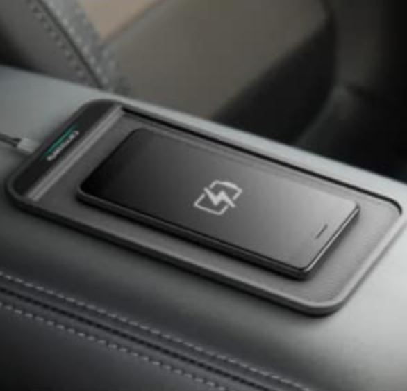 iPhone 8用の車載ワイヤレス充電器おすすめ3選!パッド型・スタンド(ホルダー)型 / 快適・便利でおしゃれに
